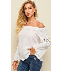 blusa de manga larga con hombros descubiertos y detalles de encaje blanco yoins