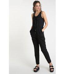 macacão de sarja feminino com bolsos sem manga preto