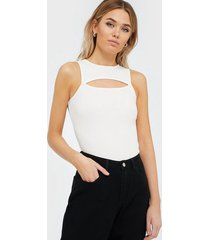 nly trend cut out top linnen