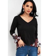 camisetas de manga larga con cuello en v y estampado floral en bloque de color
