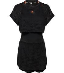 all-in- dress primeblue kort klänning svart adidas tennis
