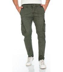 pantalon cargo verde bolsillos laterales y solapa en trasero para hombre