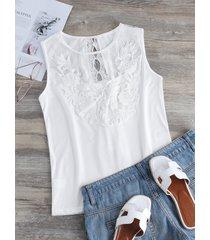 camiseta sin mangas blanca redonda con adornos de encaje de crochet cuello
