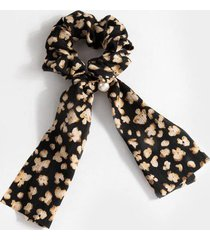 claire floral pony scarf with pearl - black