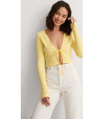 anna briand x na-kd ekologisk ribbstickad cardigan med knytdetalj fram - yellow