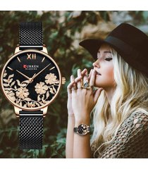 reloj análogo dama curren elegante carátula de flores negro