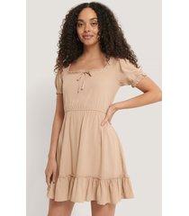 na-kd boho puff sleeve mini dress - beige