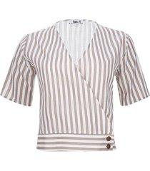 blusa con botones en costado