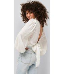 na-kd party blus med öppen rygg och knytband i midjan - white