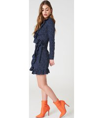 na-kd boho dotted frill dress - blue