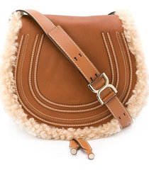 chloé medium marcie shearling-trim saddle bag - brown