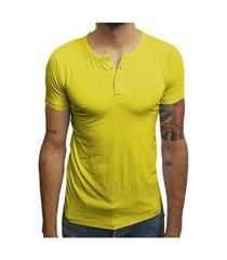 camiseta henley manga curta amarelo