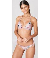 debiflue x na-kd frilled bikini panties - pink,multicolor