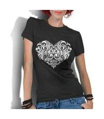 camiseta criativa urbana coração tribal