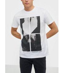 calvin klein jeans upscaled ny photo print reg tee t-shirts & linnen white