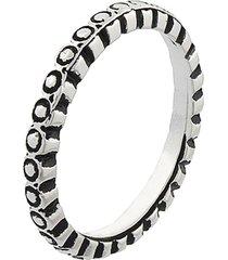 anel narcizza com detalhes escuros banhado no ródio - tricae