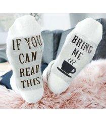 calcetines con estampado de letras