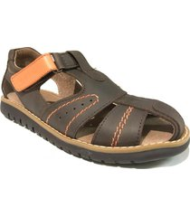 sandalia marrón cavatini franciscana