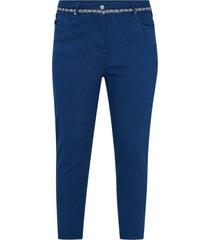 mom jeans med hög midja och dekorativ linning