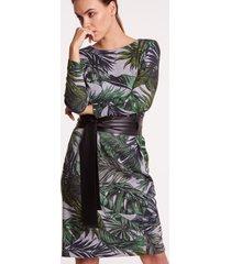 dzianinowa sukienka w duże liście