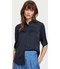 maison scotch 156022 regular fit clean viscose shirt with poplin details. blauw