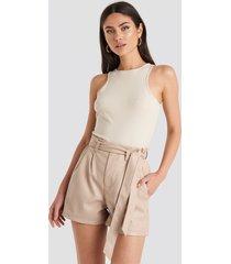 na-kd pu paper bag waist belted shorts - pink