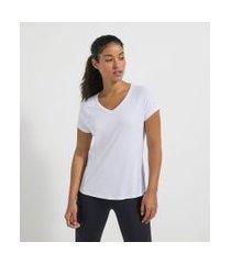 camiseta esportiva manga curta com recortes e detalhes contrastantes   get over   branco   g