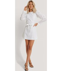 na-kd boho anglaise ls mini dress - white