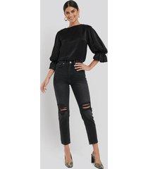 na-kd trend destroyed mom jeans - black