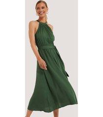 trendyol ärmlös midiklänning - green
