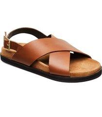 stb-famara cross l shoes summer shoes flat sandals brun shoe the bear