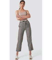 na-kd trend linen look striped pants - brown