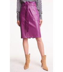 fioletowa spódnica ze skóry ekologicznej loni
