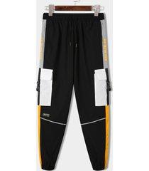 koyye pantalones casuales de empalme de bloque de color con estampado de letras a la moda para hombre