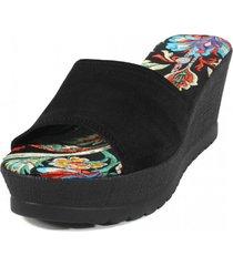 sandalia cuero raso floreado negro nara