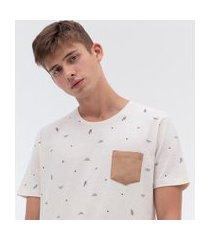 camiseta estampa micro ícones de repetição com bolso em suede | blue steel | bege | pp