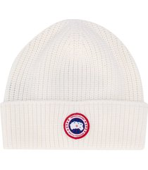 canada goose chunky-knit logo patch beanie - white