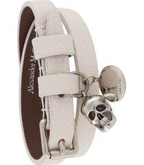 alexander mcqueen multi-wrap skull charm bracelet - white