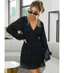 yoins mini vestido de manga larga con pliegues y cuello en v profundo negro