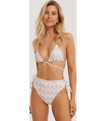 na-kd swimwear bikinitrosa med hög midja och band - multicolor