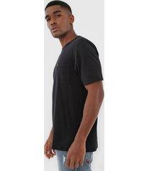 camiseta john john bolso preta - preto - masculino - algodã£o - dafiti