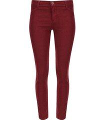 pantalón de dril color vino, talla 6