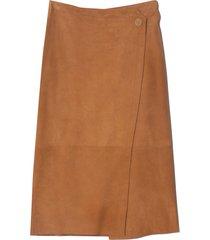 suede wrap skirt in caramello