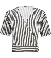 blusa con botones en costado color verde, talla 8
