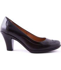 zapato de tacón con detalle en puntera negro caprino