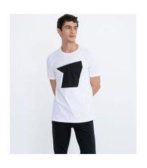 camiseta com estampa invent yourself | request | branco | p