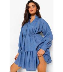 chambray jurk met hoge hals, laag decolleté en laagjes, mid blue