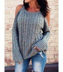 suéter gris de manga larga de punto de cable con hombros descubiertos