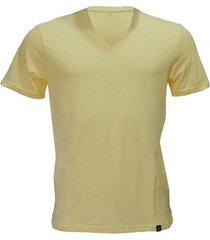 camiseta alma de praia gola v flame -gg