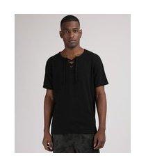 camiseta masculina manga curta gola v com cordão preto
